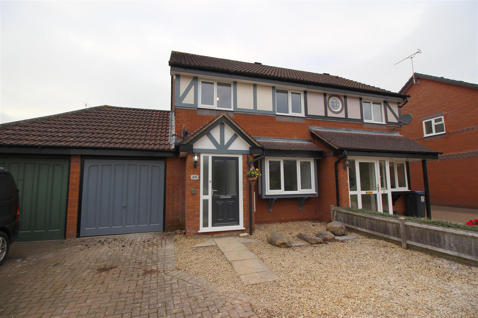3 Bedrooms Semi Detached House for sale in Sandown Drive, Chippenham